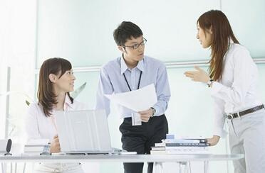 衢州人才网分享老板和员工处于天平的两头端